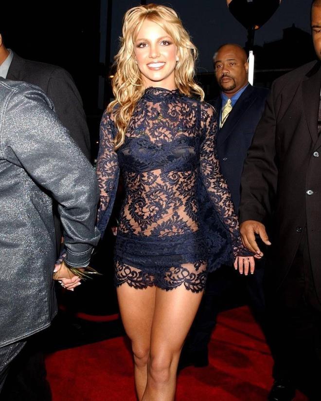 Özgürlüğüne kavuşan Britney Spears, çırılçıplak verdiği pozlarını paylaştı