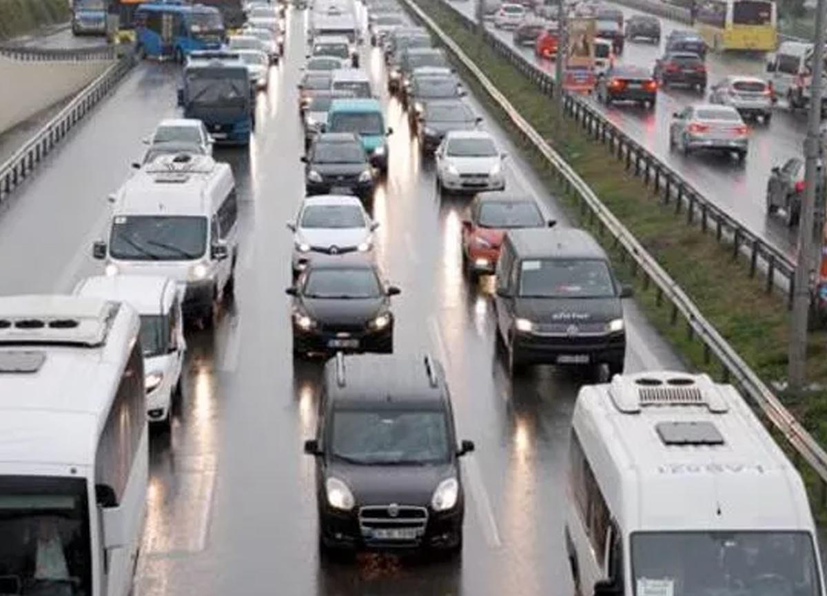 İstanbul'da trafik kilit! Yüzde 74'ü gördü