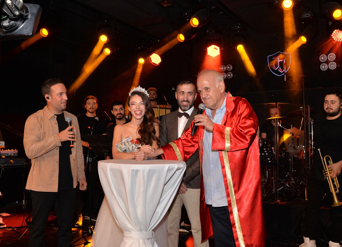 Oğuzhan Koç şahit, Ahmet Çakar nikah memuru oldu!