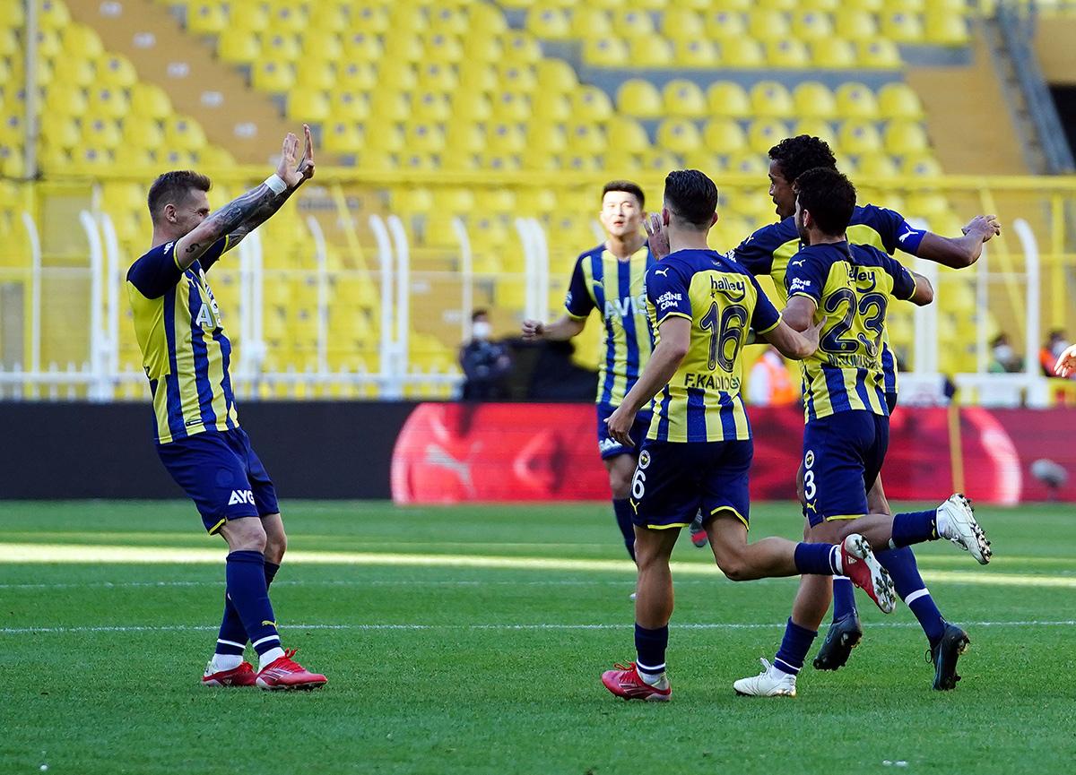 Fenerbahçe galibiyeti 2 golle aldı! Fenerbahçe 2-1 Kasımpaşa