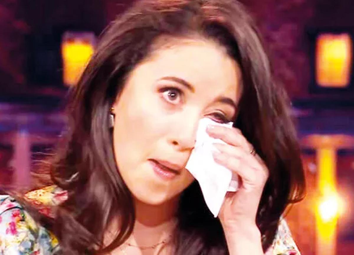 Şarkıcı Karsu gözyaşlarını tutamadı!