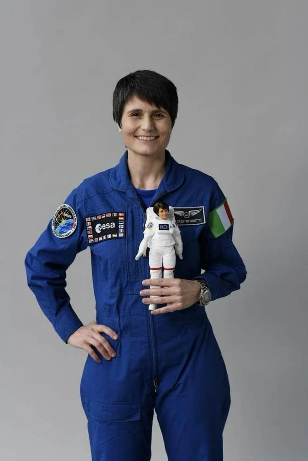 Astronot Barbie gerçek astronotlarla sıfır yerçekimi deneyimi yaşadı