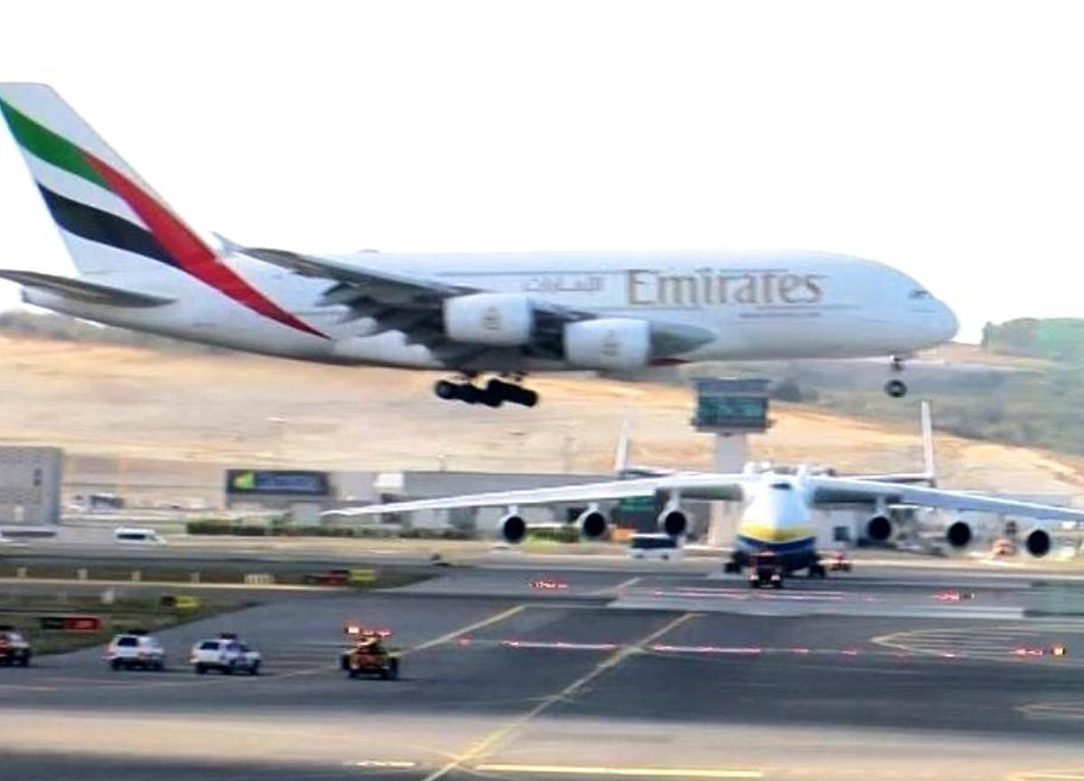 Dünyanın en büyük 2 uçağı İstanbul Havalimanı'na indi