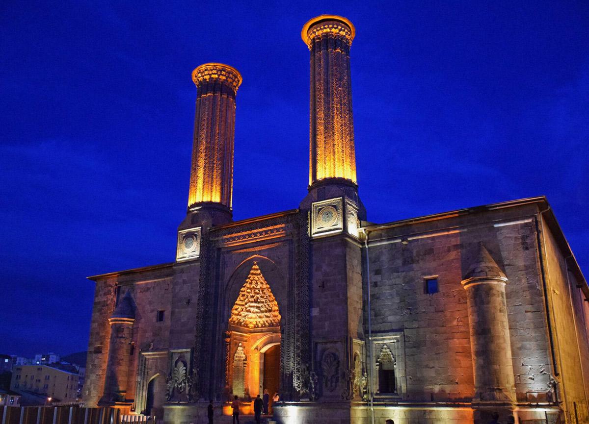 Çifte Minareli Medrese Erzurum'un neresinde? MasterChef'in çekildiği Çifte Minareli Medrese tarihi