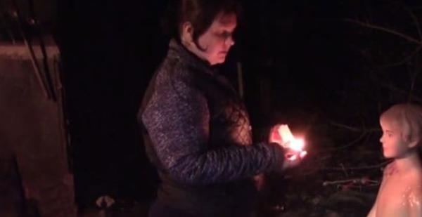 Kocasını aldatan kadın, ihanetini fark eden oğlunun üzerine benzin döküp yaktı