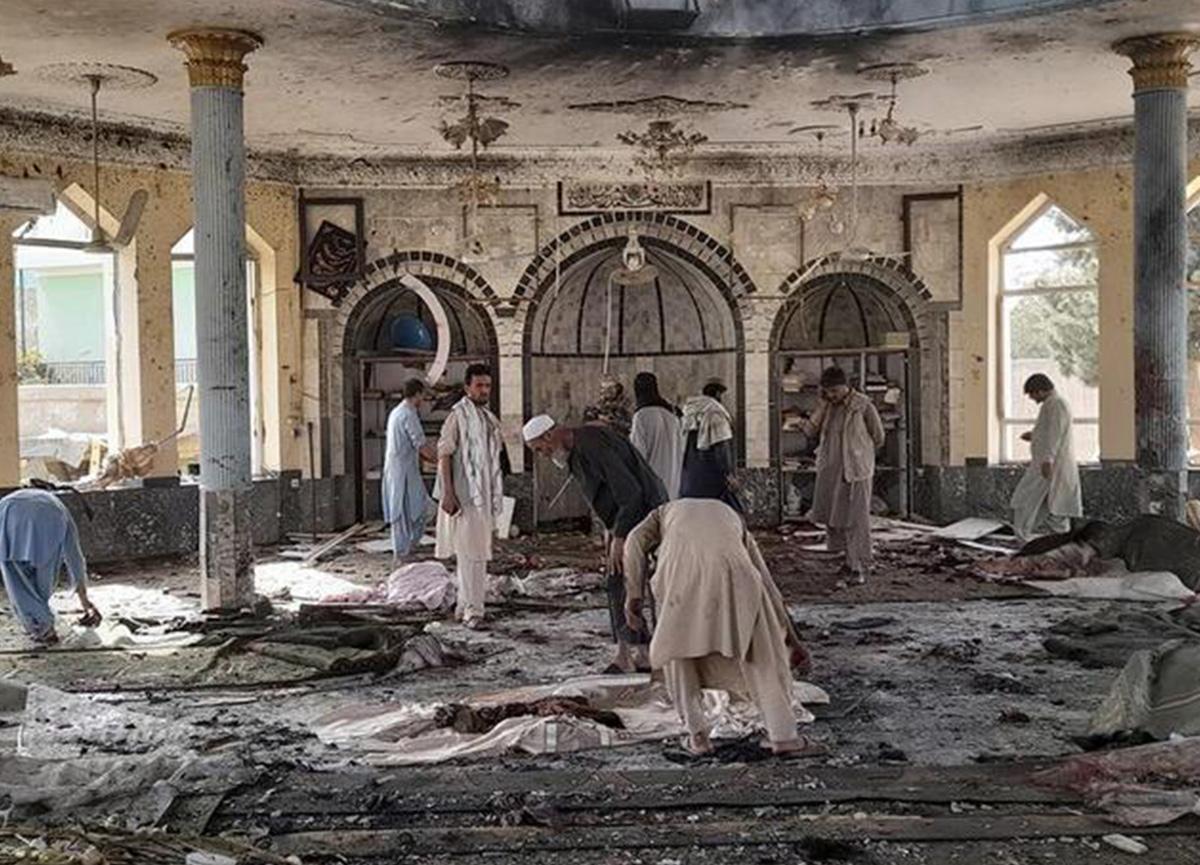 Afganistan'da cuma namazında camiye bombalı saldırı: Can kaybı sürekli artıyor