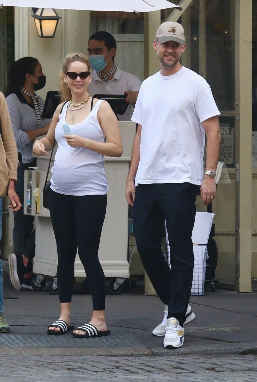 Hamile oyuncu Jennifer Lawrence'ın bebeği göründü