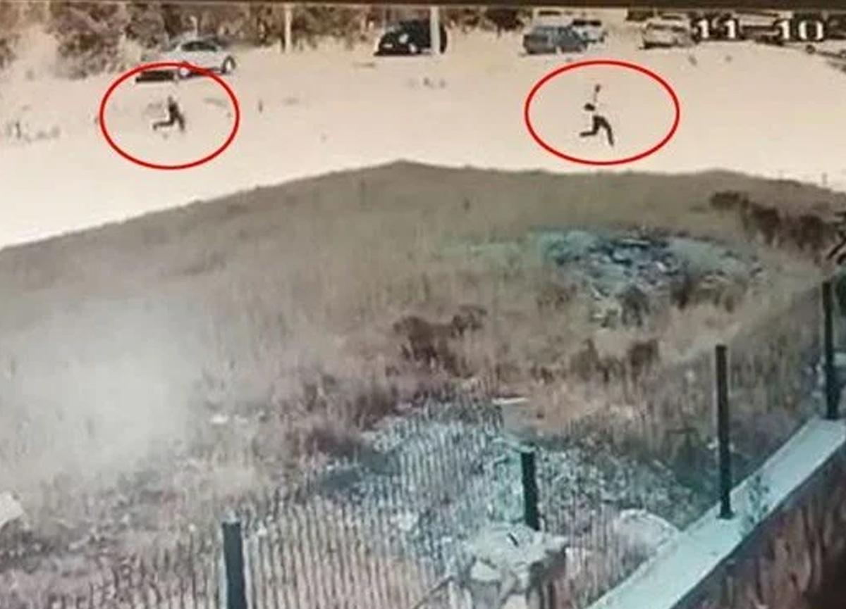 Boşanmak isteyen eşini boş arazide kovalayıp tüfekle vurdu!