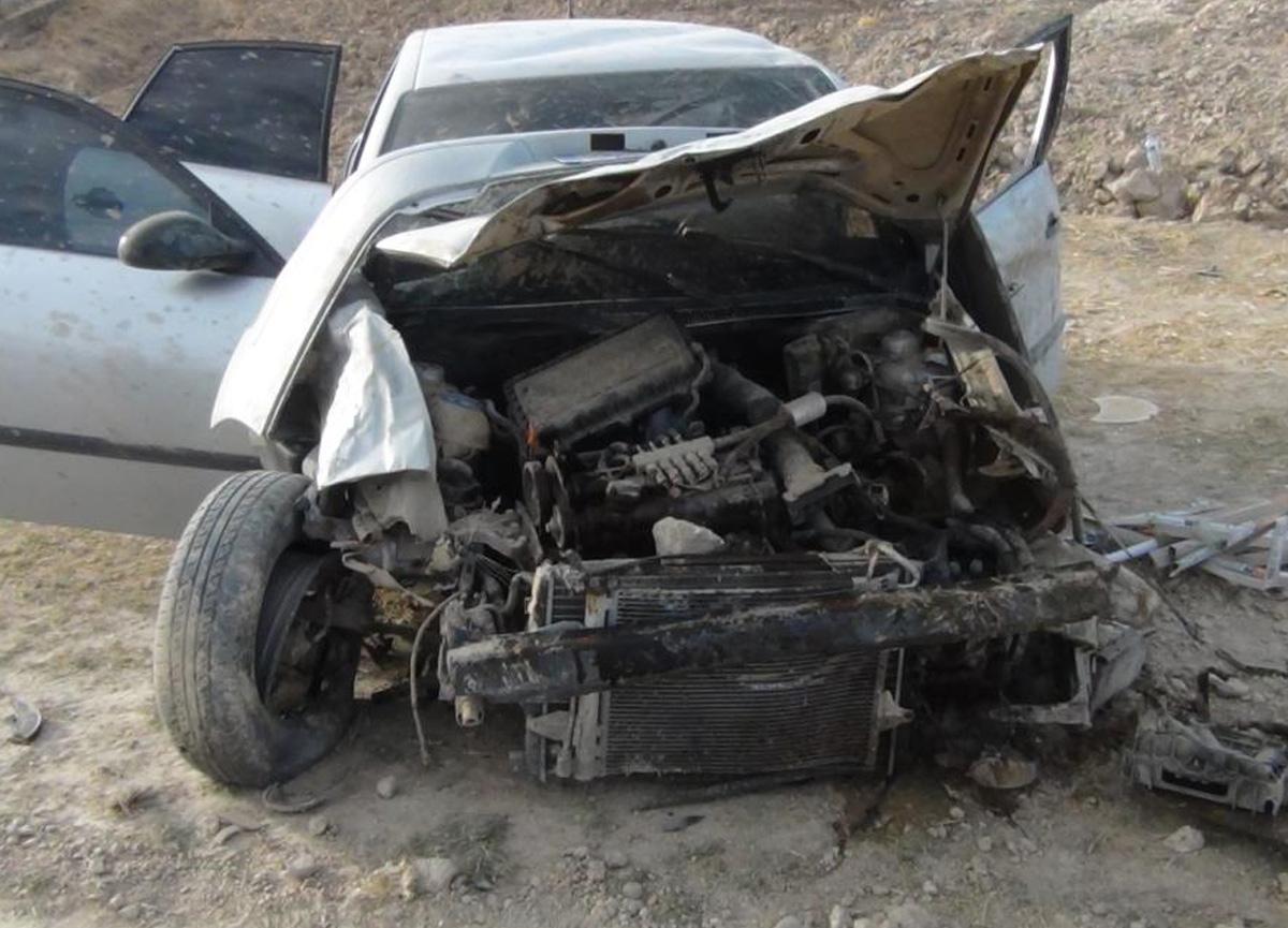Hurdaya dönen araçtan yaralı kurtuldular