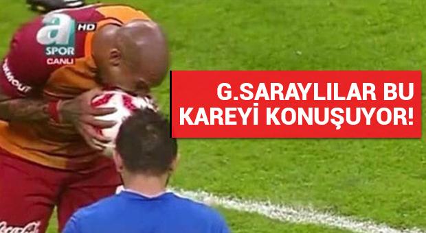 Galatasaray taraftarı bu kareyi konuşuyor!